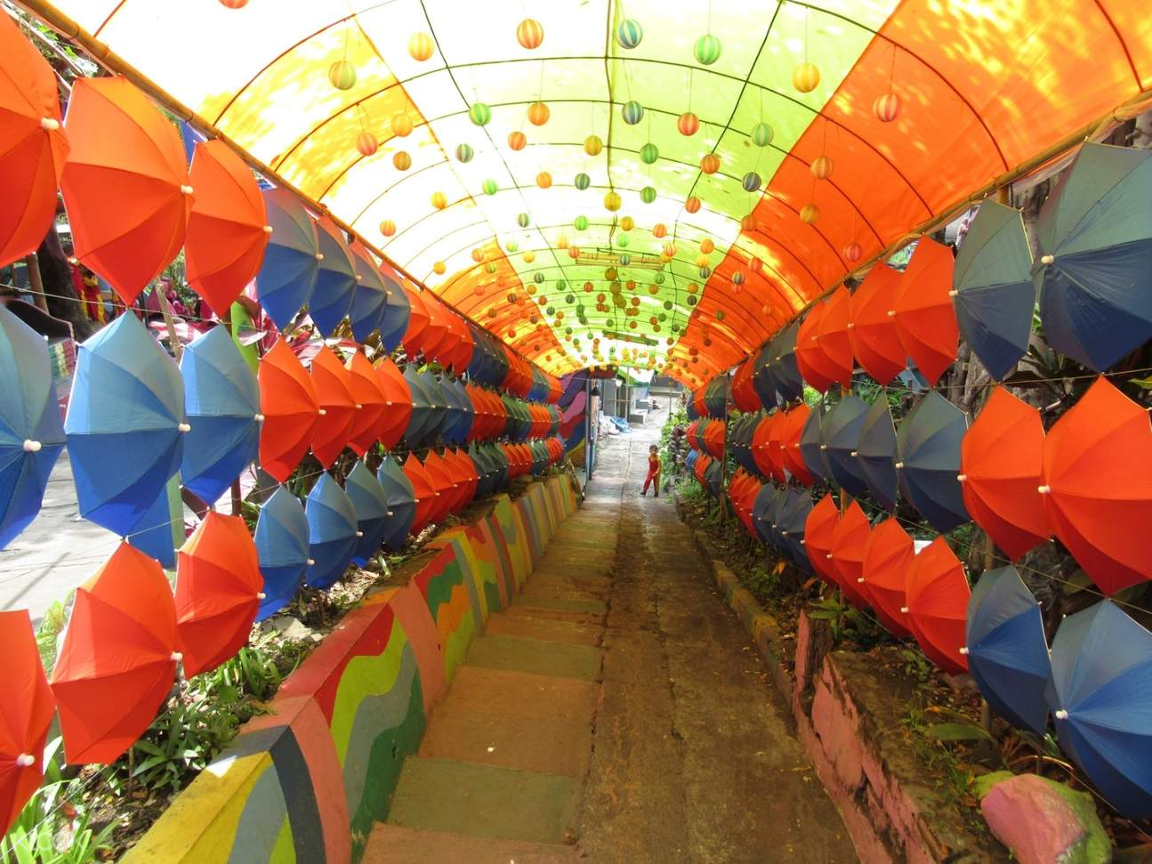 rainbow village attractions
